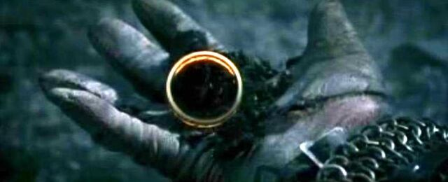 File:The One Ring in Isildur's hand.jpg