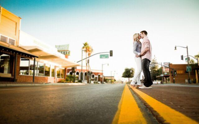File:Couple in love (2).jpg
