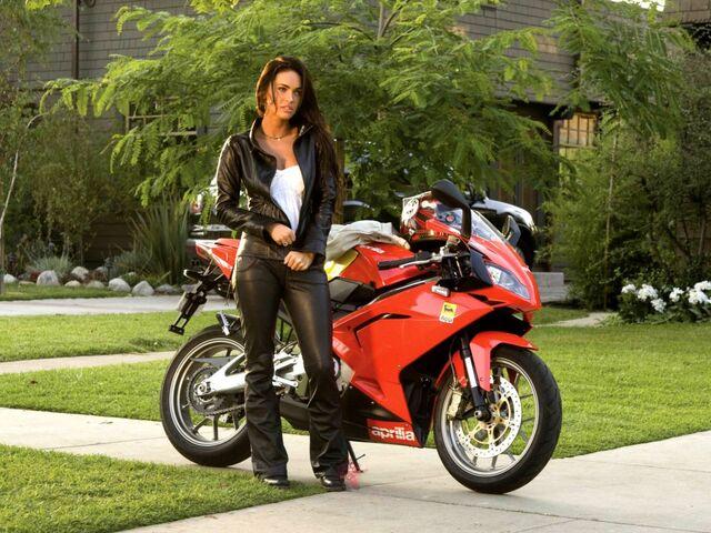 File:Megan-Fox-Bike-1024x768.jpg