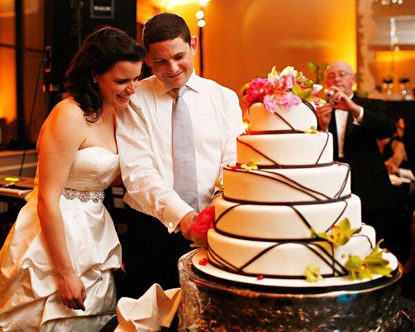 File:Adriana and Jason cutting wedding cake.JPG
