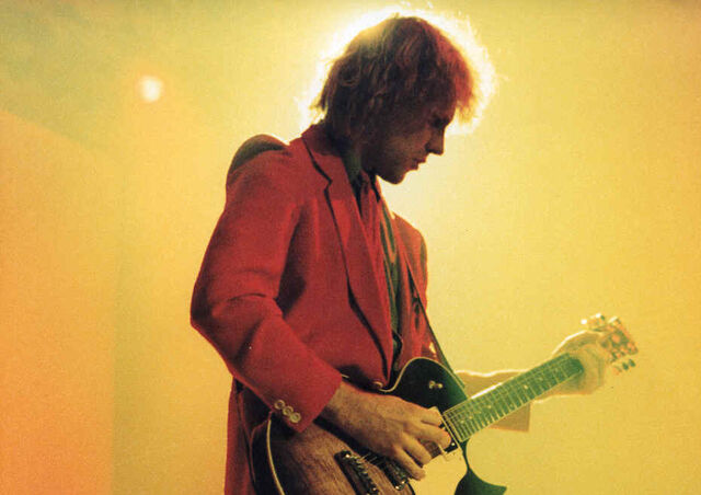 File:Guitarist alex Lifeson rush live 2.jpg