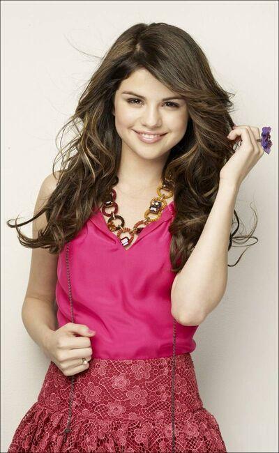 Selena-Gomez-13-20100418