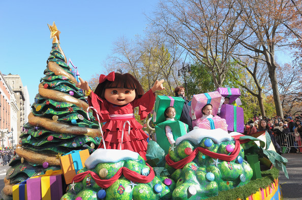File:Macys-Thanksgiving-Day-Parade-Dora-post.jpg