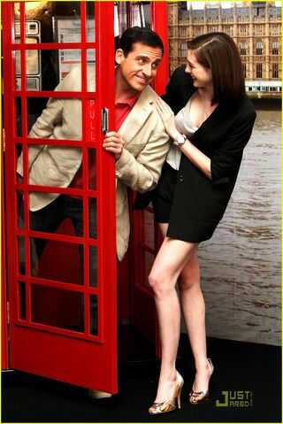 File:Anne-hathaway-phone-booth-04.jpg