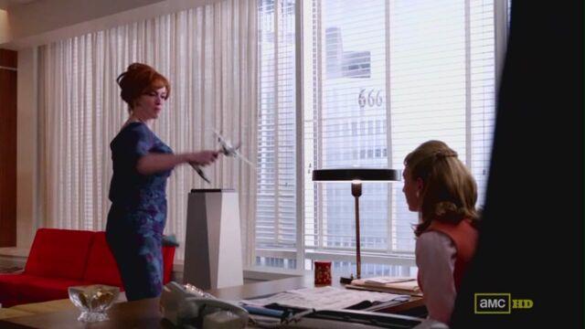 File:Joan yelling at meredith.jpg