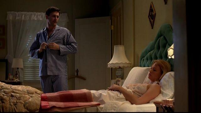 File:Don betty bedroom ladies room.jpg