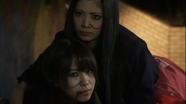 File:Kuramochi Asuka kasai Tomomi800.jpg