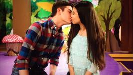 Corki and Jared Kiss (1)