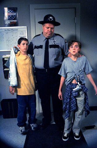 File:Malcolm In the Middle - Set Still - S01E10 (3).jpg
