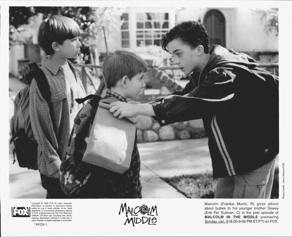 File:Malcolm In the Middle - Set Still - S01E01 (4).jpg