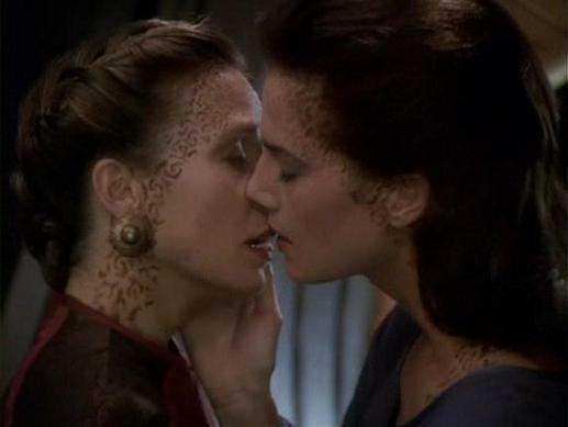 File:Lenara Kahn and Jadzia Dax kiss.jpg