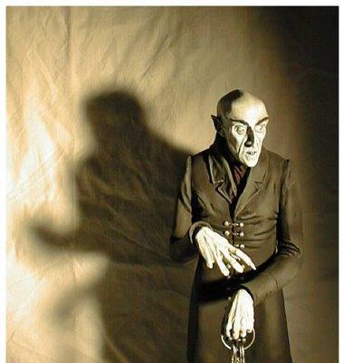 File:Nosferatu-med-vampire.jpg