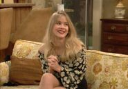 Christina Applegate S6E8 002