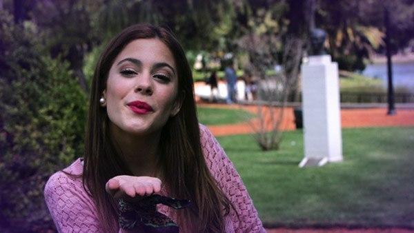 File:Tini blowing a kiss.jpg