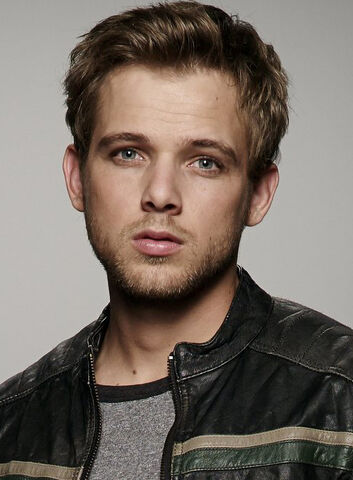 File:Max Thieriot.jpg