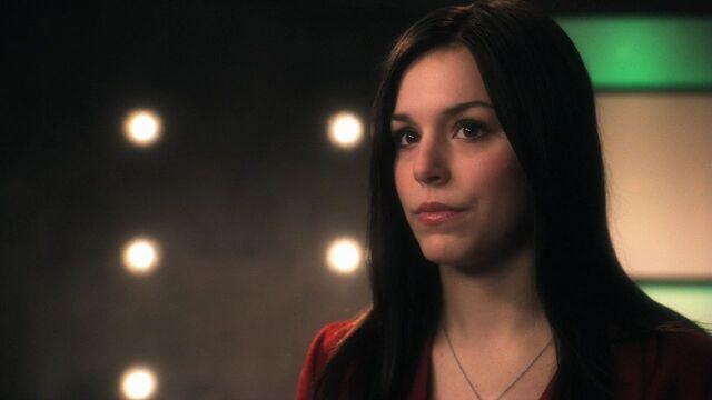 File:Mia Dearden Smallville.jpg