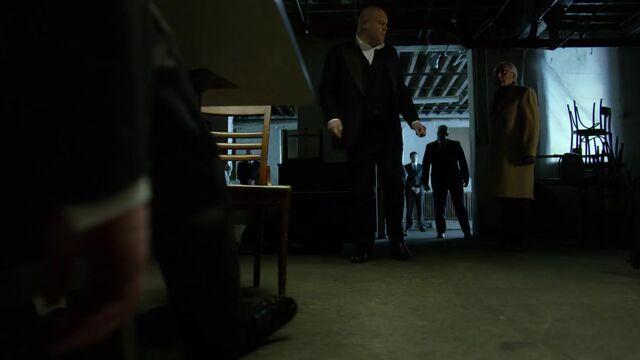 File:Daredevil S01E12 000945862.jpg