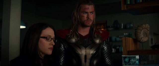 File:Thor-Darcy-London-Dark-World.jpg