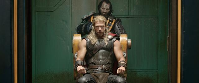 File:Thor Ragnarok Teaser 33.png