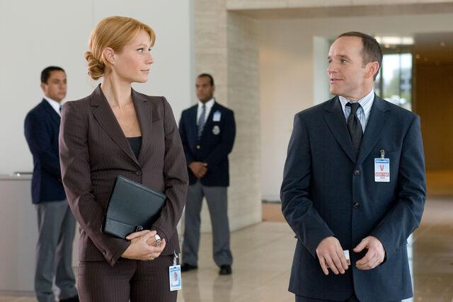 File:Coulson talking to Pepper-Iron Man (film).jpg
