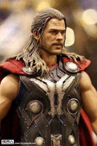 File:Thor-ultron-2.jpg
