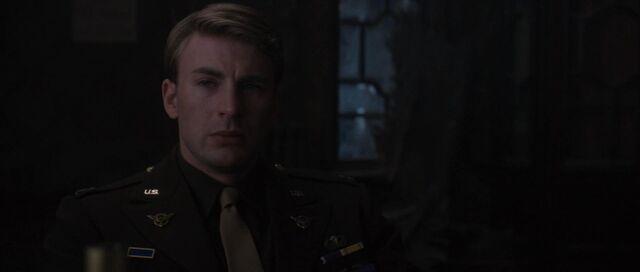 File:Steve-Rogers-Mourns-Bucky-Barnes-WWII.jpg