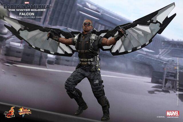 File:Falcon Hot Toy 9.jpg