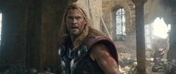 Thor-DefeatingUltron-AAoU