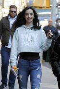 Krysten-ritter-on-set-of-the-defenders-in-new-york-12-1-2016-6
