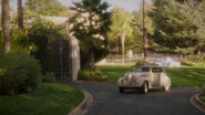 Peggy pulls up to the Stark Estate (2x08)