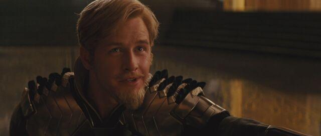 File:Fandral-speaks-to-King-Loki.jpg