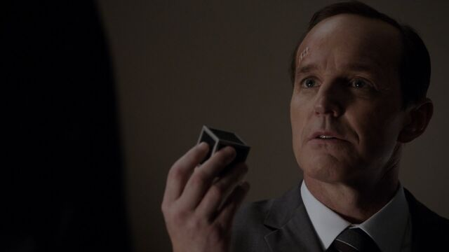 File:Director-Coulson-Toolbox-S1E22.jpg