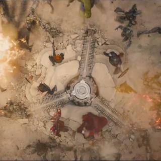 Los Vengadores protegiendo el dispositivo de Ultrón.