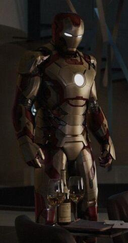File:Iron Man Armor MK XLII (Earth-199999) from Iron Man 3 (film) 002.jpg