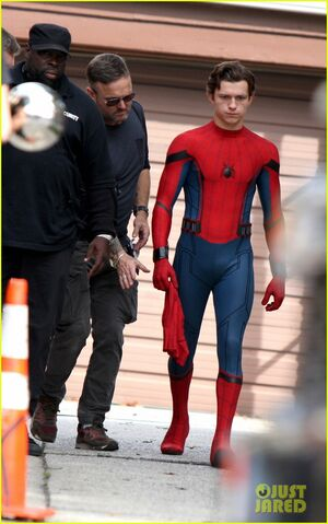 File:Tom-holland-looks-buff-while-filming-spider-man-in-nyc-09.jpg