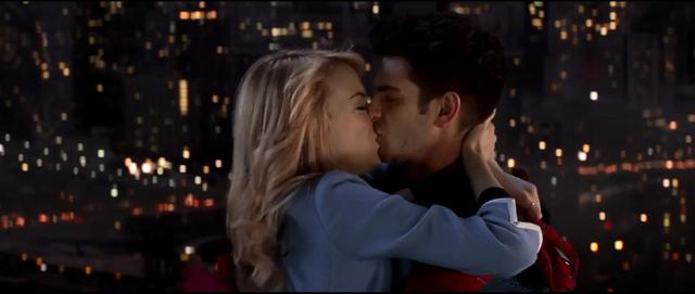 File:Peter & Gwen kissing.png