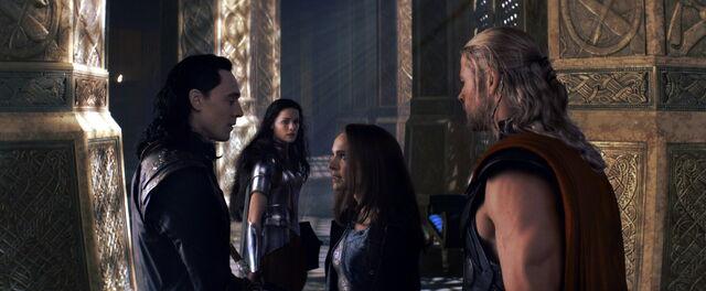 File:Jane Gives Loki an Earfull.jpg