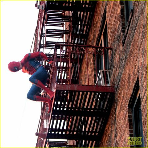 File:Tom-holland-performs-his-own-spider-man-stunts-on-nyc-fire-escape-09.jpg