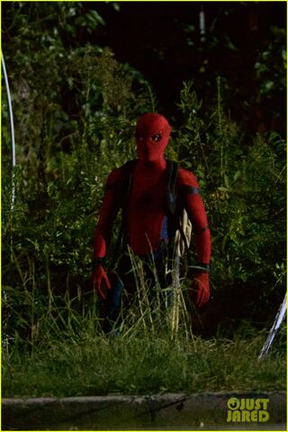File:Tom-holland-spiderman-night-shoots-stunt-note-02.jpg