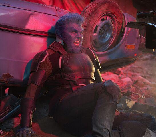 File:Nicholas-Hoult-as-Hank-McCoy-in-X-Men-Apocalypse.jpg