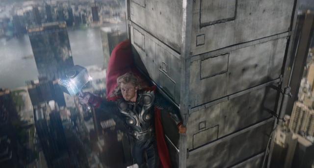 File:Thor a punto de invocar un rayo en la torre chrysler..png
