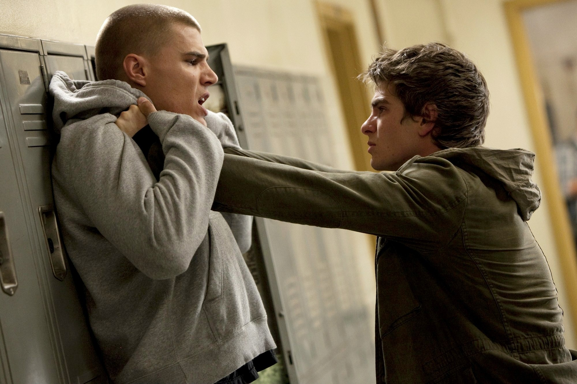 marvel - How is Spider-Man's identity a mystery when Peter is seen