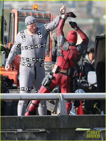 File:Ryan-reynolds-meets-mayor-at-deadpool-set-15.jpg