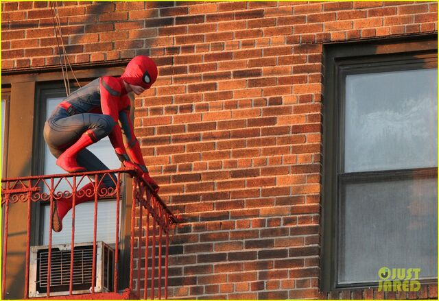 File:Tom-holland-performs-his-own-spider-man-stunts-on-nyc-fire-escape-20.jpg