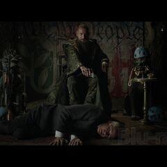 Mandarin holding Thomas Richards hostage at gunpoint.