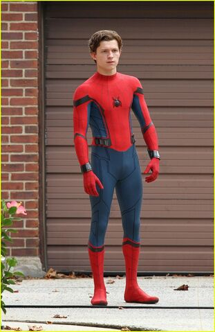 File:Tom-holland-challenges-christ-pratt-to-a-dance-off-05.jpg