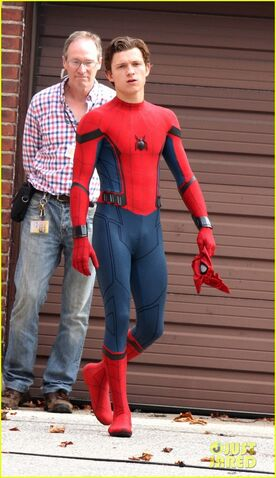 File:Tom-holland-looks-buff-while-filming-spider-man-in-nyc-02.jpg