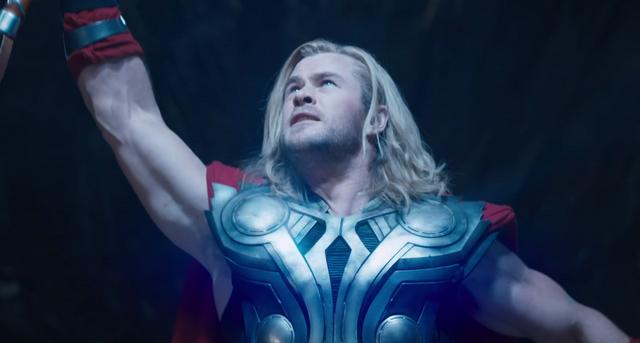File:Thor a punto de lanzar su rayo a Iron Man..png