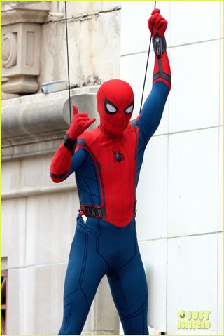 File:Spider-man-swings-into-action-on-set-03.jpg