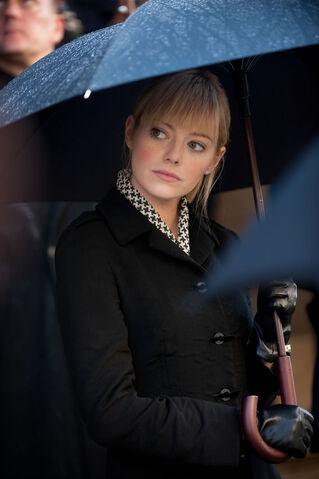 File:Gwen at funeral.jpg